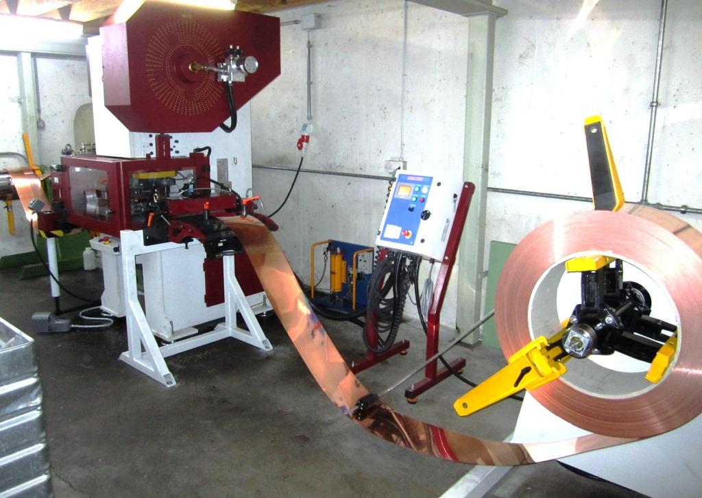 Exzenterpresse / mechanische Presse mit Walzenvorschub, Haspel und Trennschere